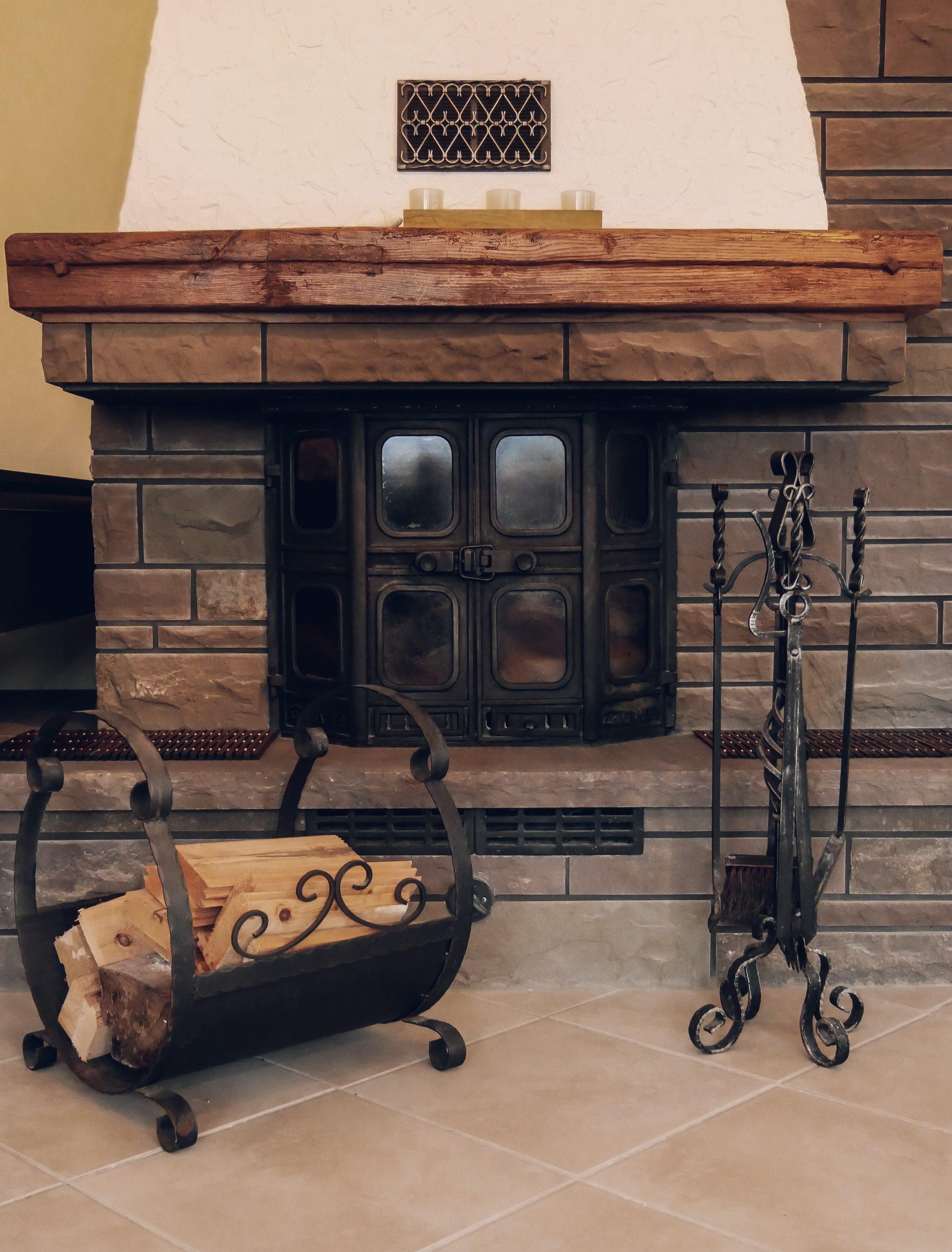 Zimmer in Lindlar » Bellevue im Bergischen Land » Kamin aus Bruchsteinen