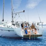 Tagesausflug Segeln mit geniessen der Sonne und Badeplattform