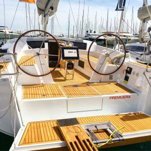 croatia boat show - Segelyacht mit heruntergelassener Badeplattform