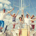 Personen an Bord einer Segelyacht