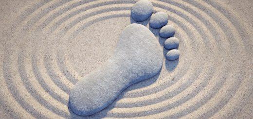 Füsse Fit - ein Fuss aus Stein in einem japanischen Zen Garten