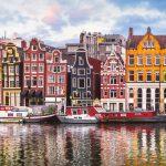 Amsterdam Kanal und typische Häuser